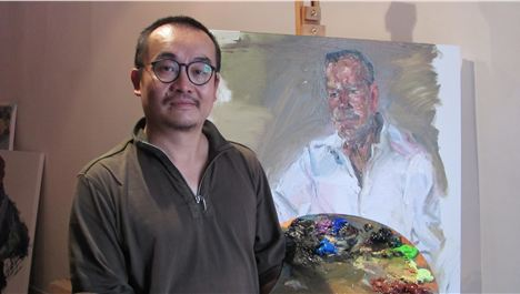 Chinese artist paints the town